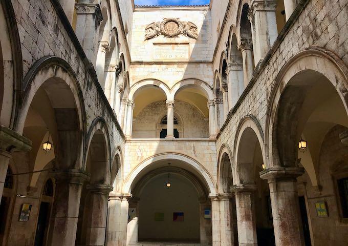 Дубровничка република – за првиот карантин во свет, виното и општеството (2)